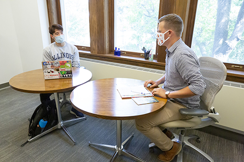 A student participates in an advising appointment.
