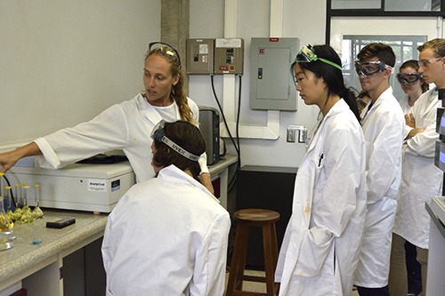Chemistry students work in a lab in Costa Rica