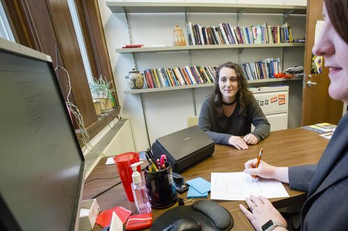 A student talks to an advisor in Lincoln Hall.