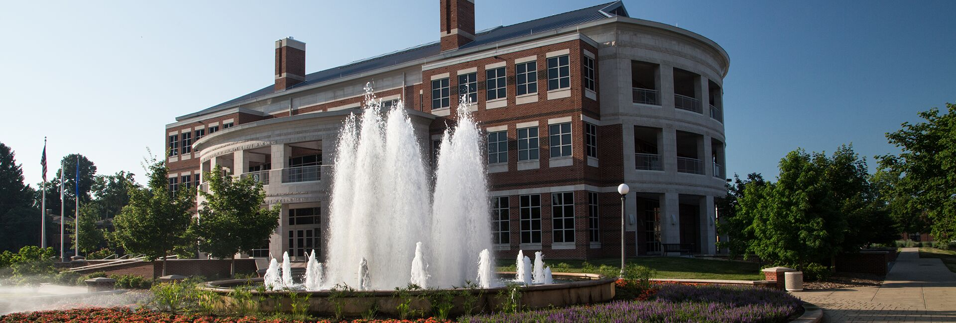 The fountain in front of the Alice Campbell Alumni Center on the Illinois campus