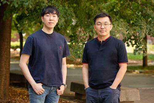 Postdoctoral researcher Byoungsoo Kim and professor Hyunjoon Kong
